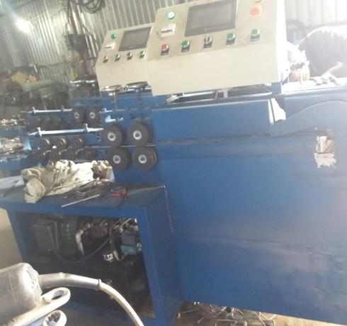 máy bẻ đai sắt giao máy srilanka